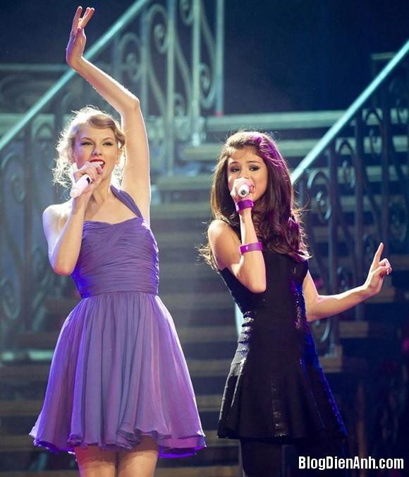 840e5b5e 7297 4ce8 b831 f3a01ae18bed Selena bị Taylor Swift 'cạch mặt' vì Justin Bieber