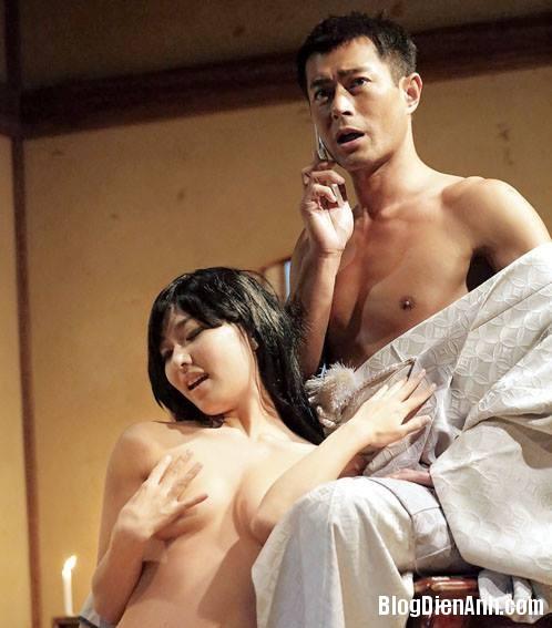 g1 6671 1394768099 Cổ Thiên Lạc bị bao vây bởi dàn diễn viên phim sex Nhật