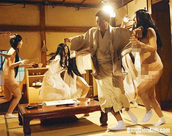 g2 5761 1394768100 Cổ Thiên Lạc bị bao vây bởi dàn diễn viên phim sex Nhật